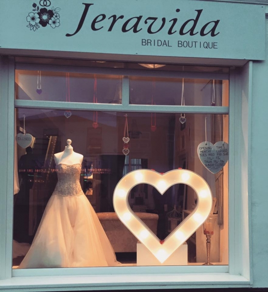 Light Up Heart sign at Jeravida Bridal Boutique, Monton